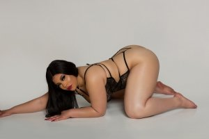 Adriana escort girl in Everett Washington and nuru massage