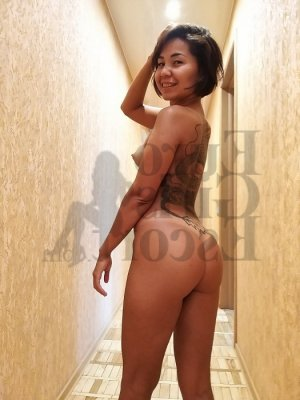 Maena nuru massage in Cambridge and escort