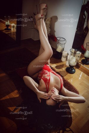 Else shemale live escort in Round Lake, nuru massage