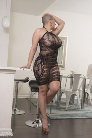 Leonette erotic massage in Celina